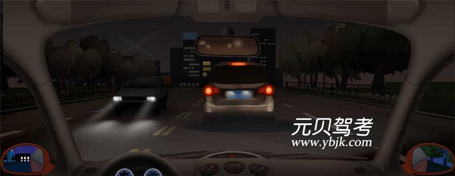 夜間在這種情況下跟車要注意觀察前車信號燈的變化,隨時做好減速或停車的準備。答案是對