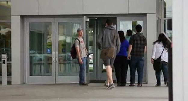 美国人为什么有扶门的癖好? - 风帆页页 - 风帆页页博客