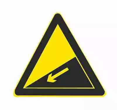 下坡路用以提醒车辆驾驶人小心驾驶。