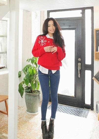 红色短裤毛衣搭配