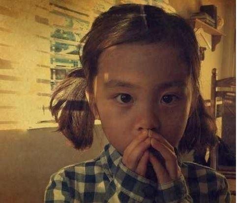 黄磊七岁女儿黄多多可爱萌照曝光(组图)