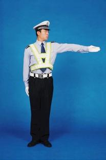 直行信號示意:準許右方直行的車輛通行