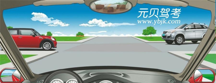 在路口直行时,遇这种情形如何通行?A、让左方道路车辆先行B、让右方道路车辆先行C、直接加速直行通过D、开启危险报警闪光灯通行