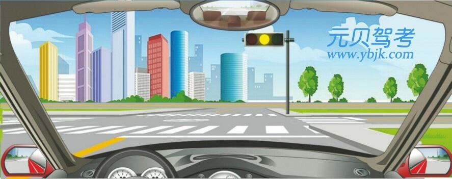 驾驶机动车在前方路口不能右转弯。答案是错