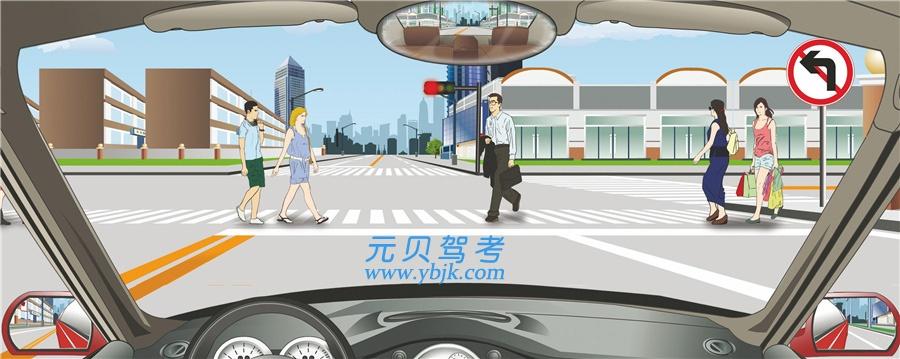 駕駛機動車在該處不影響行人正常通行的情況下可以掉頭。答案是錯
