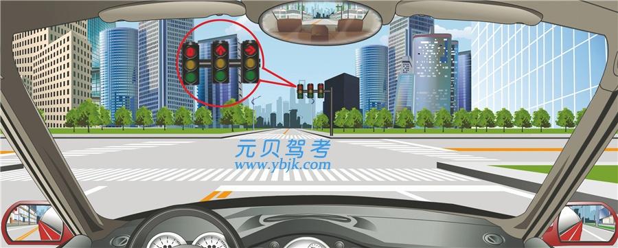 驾驶机动车在这个路口可以沿掉头车道直接掉头。答案是错