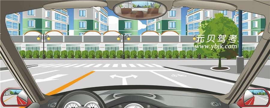 該車道路面導向箭頭指示前方道路僅可左右轉彎。答案是對