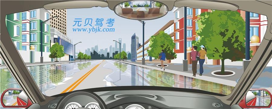 駕駛機動車遇到這種情況要如何行駛?A、低速緩慢通過B、加速通過C、連續鳴喇叭通過D、保持正常車速通過答案是A
