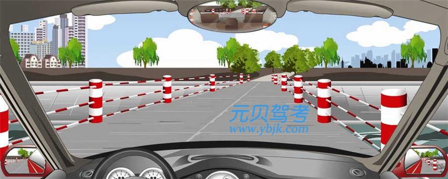 通過這種路面條件較好的窄橋怎樣控制車速?A、不超過60公里/小時B、不超過50公里/小時C、不超過40公里/小時D、不超過30公里/小時答案是D