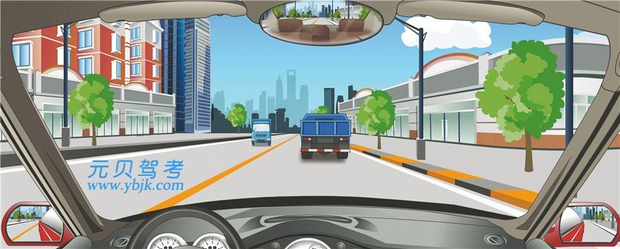 驾驶机动车在这种情况下怎样做?A、从前车左侧超越B、占对向车道超越C、从前车右侧超越D、跟在前车后行驶答案是D