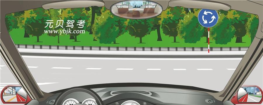 駕駛機動車進入這個路口怎樣使用燈光?A、開啟右轉向燈B、開啟危險報警閃光燈C、不用開啟轉向燈D、開啟左轉向燈答案是C