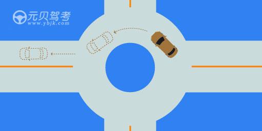 如圖所示,駕駛機動車駛出這個路口時應當怎樣使用燈光?A、開啟右轉向燈B、開啟危險報警閃光燈C、不用開啟轉向燈D、開啟左轉向燈