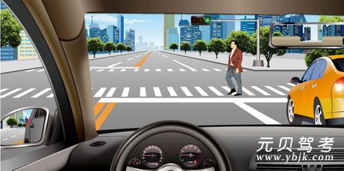如圖所示,在這種情況下,駕駛機動車要停車讓行。答案是對