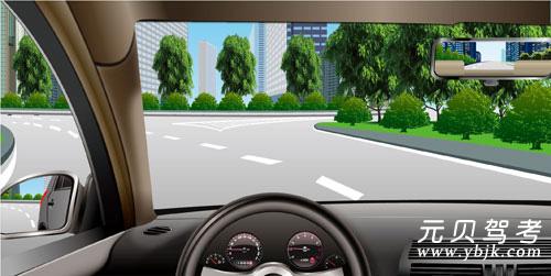 如圖所示,駕駛機動車駛出環島時,應先駛入最右側車道不用開啟轉向燈駛離即可。答案是錯