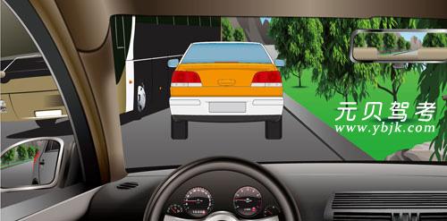 如圖所示,駕駛機動車在這樣的狹窄路段會車,駕駛人應當減速靠右并保持安全橫向距離。答案是對