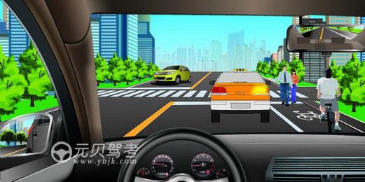 如圖所示,駕駛機動車跟車行駛遇到出租車正在接送乘客時,以下做法正確的是什么?A、停車等待B、從對向車道加速超越C、連續鳴喇叭催促D、從非機動車道通過答案是A