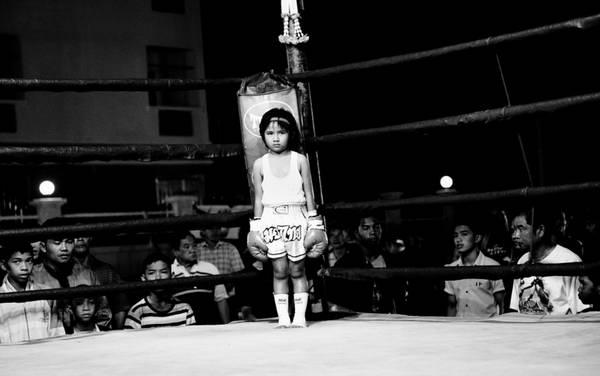 泰国地下女子黑拳_泰国地下拳击场儿童搏斗血腥画面-福宁客-搜狐博客