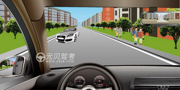 如圖所示,駕駛機動車遇到這種情況時,應該考慮到路邊兒童可能會因為打鬧而突然沖入路內。答案是對