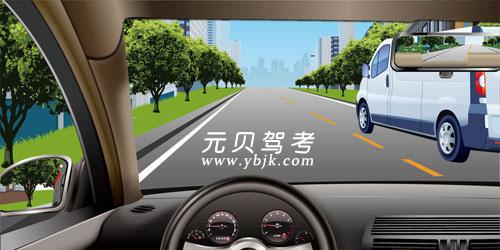 如圖所示,當您超越右側車輛時,應該盡快超越,減少并行時間。答案是對