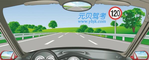 在这条车道行驶的最低车速是多少?A、60公里/小时B、90公里/小时C、100公里/小时D、110公里/小时