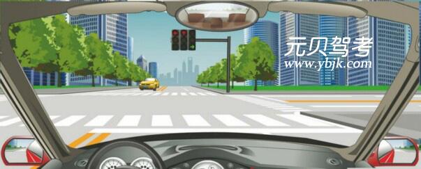 駕駛機動車在這種情況下不能直行和左轉彎。答案是對