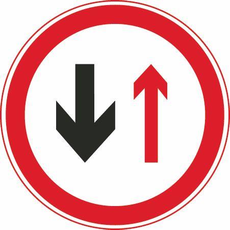 这个标志是何含义?A、会车时停车让对方车先行B、前方是双向通行路段C、右侧道路禁止车通行D、会车时停车让右侧车先行答案是A